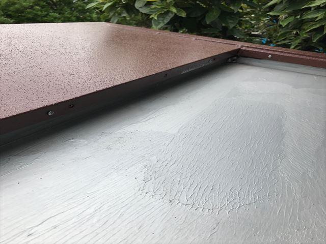 塗装作業中の玄関ポーチ屋根