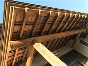 塗り替えした玄関ポーチの軒天井