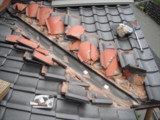 屋根板金の取り替えのため瓦外し