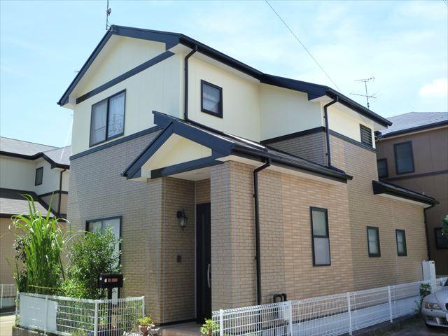 塗装工事が完了した住宅の外観