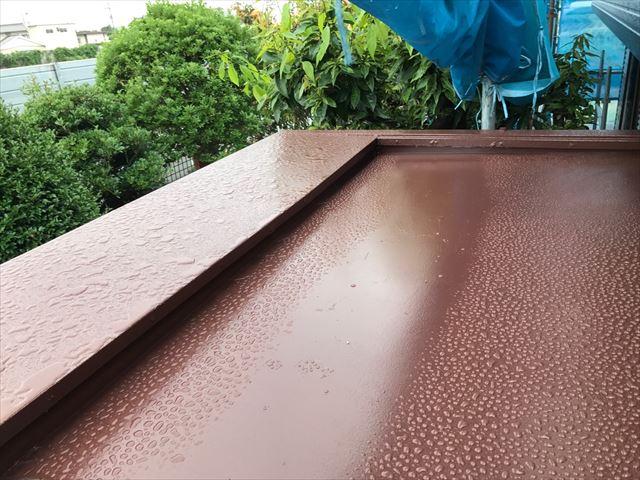 塗り替えが完了した玄関ポーチ屋根