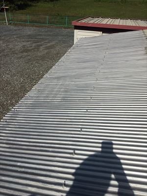 錆止め塗装したトタン屋根