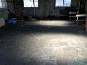 倉庫内のコンクリートの床