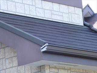 塗装前の屋根、破風板、雨とい