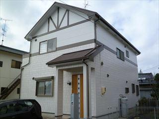外壁塗装工事が完了した住宅の外観