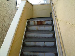 塗装前の階段の鉄部