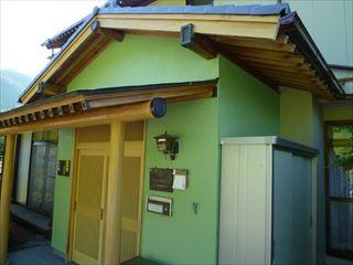 玄関廻り外壁の塗り替えた色