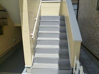 塗装後の階段の鉄部