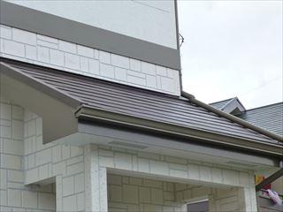 塗装後のの屋根、破風板、雨とい