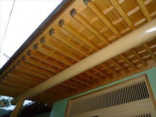 漂白洗浄後、塗装した軒天井