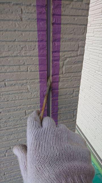 外壁シーリング打ち替え前の下塗り