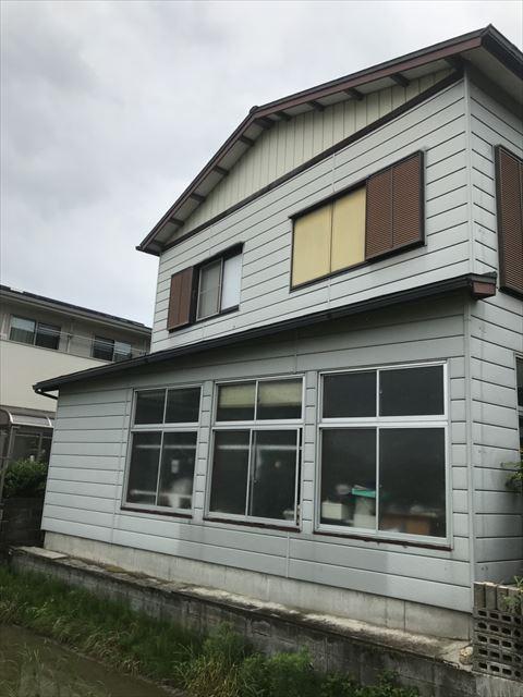 浜松市東区の外壁塗装工事において付帯部の上塗りをしました。