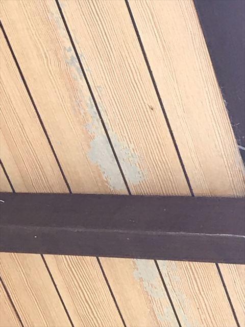 劣化した軒天井