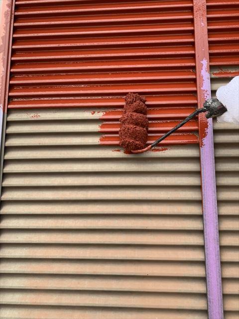 浜松市東区の住宅塗り替え工事においてサビ止め塗装をしています。