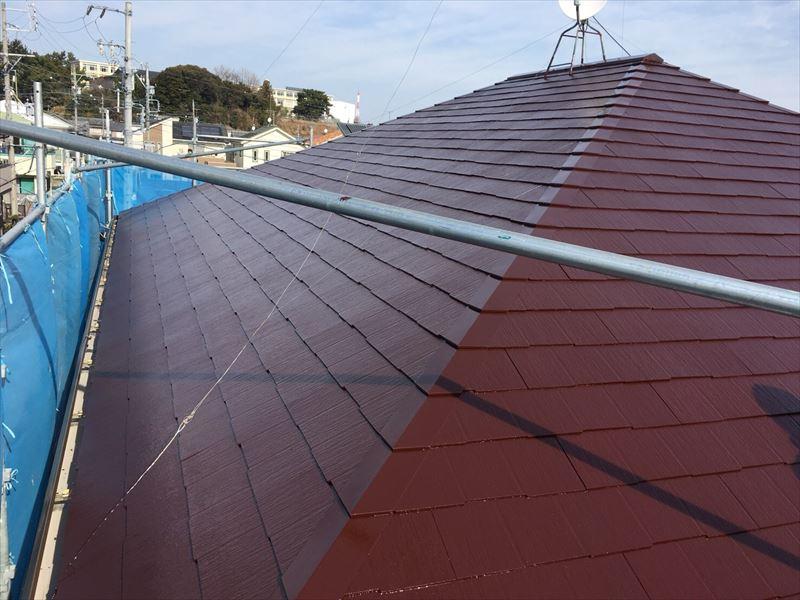 上塗り塗装された住宅コロニアル(カラーベスト屋根)