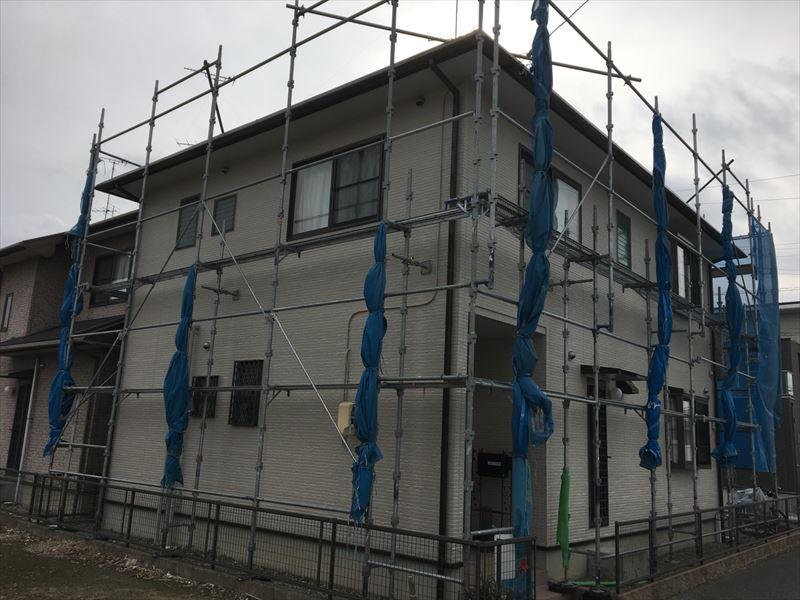 住宅工事現場の仮設足場