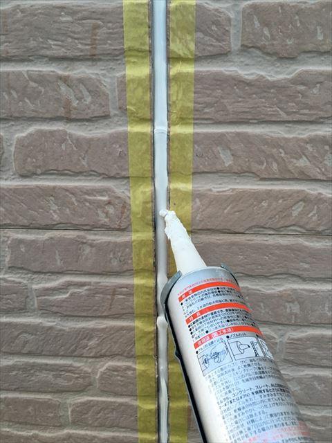 新しい外壁シーリングの充填
