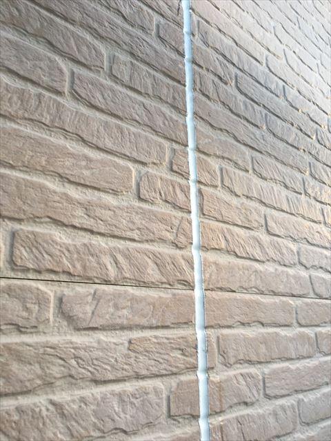 打ち換えられた外壁シーリング